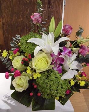 表彰式の演台の花を…